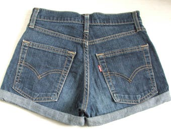 Vintage Levis 501 High Waist Shorts W26