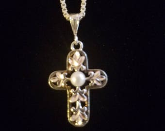 """CP038: 1.6g Vintage Solid Silver Pearl Accented Etched Floral Cut Out Cross Sterling Pendant w/4.2g Silver Modified Box Link Chain 18.5"""""""
