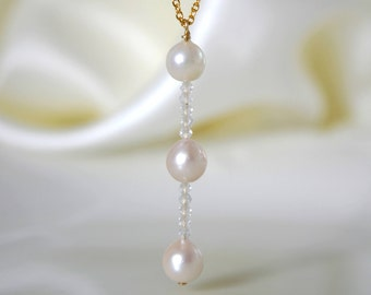 333 Gold / 8 K necklace with pendant Japanese Akoya pearls white Topaz