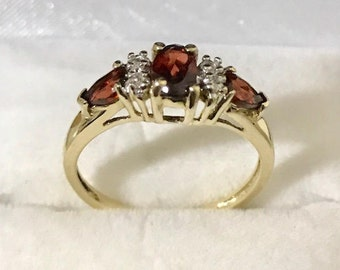 Diamonds and Red Tourmaline Gems Ring Size 7 Gold 10K Birthday's Gift .08 Carats 1.9 Weights Estate Jewelry