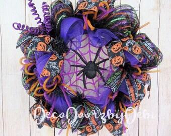 Deco mesh Spiderweb wreath, Halloween spider wreath, Halloween door decor,  Front door wreath, Halloween decorating, Halloween wreath