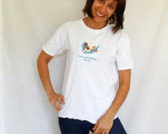 Brazil funny rooster t-shirt Porto de Galinhas womens mens white cotton t-shirt embroidered chicken tee size 8-10 Medium vintage distressed