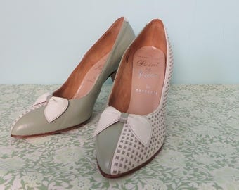 Late 50s/60s Barratts Mint & White Leather Heels, Two Tone Bow Front Vintage Stiletto, White Woven Detail Pointed Toe Leather Pumps,  UK 3/4