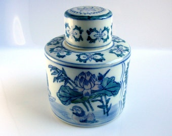 "60s / Chinese / Blue & White Ginger Jar / Tea Jar / Urn / 7"" / Chinoiserie Porcelain Jar / Lotus / Ducks / Rare/ Mistake in ""MADE IИ CHIИA """