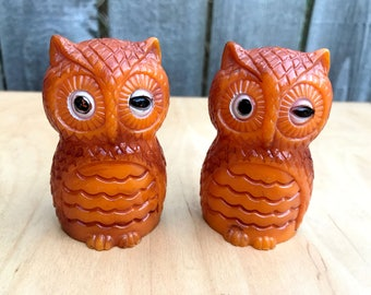 Vintage Owl Shakers, Salt and Pepper Shakers, Mid-Century Owls, Winking Owl Salt and Pepper Shakers, Vintage Owls, Orange Owl Shakers