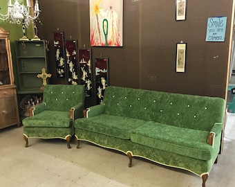 Antique VINTAGE Green Velvet Sofa Chair TUFTED BUTTONS Green & White Hollywood Regency Beautiful Sofa Shabby Chic Photography Furniture