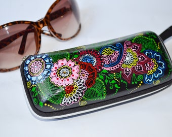 Colorful flowers sunglasses case Handpainted Hard case for sunglasses Sunglasses Girl Gift Sunglasses women Mehndi Paisley Vacation gift
