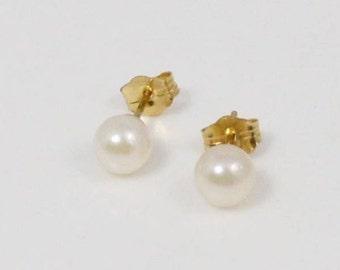 14k Yellow Gold 5.1 Mm Pearl Earrings