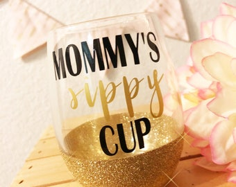 Mommy's sippy cup glitter dipped stemless wine glass // wine glass // mother's day gift