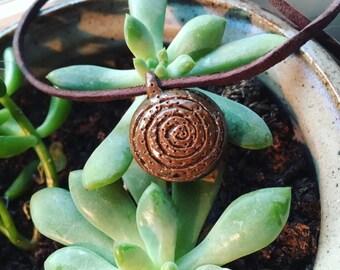 Dotted swirl pendant