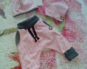 Set of bloomers, cap and loop or scarf