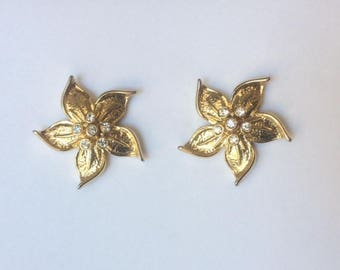 Vintage 1950's Gold Plated Clear Rhinestones Curved Petal Flower Studs Earrings