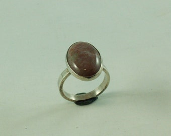 Silver ring with agate gemstone of 18 x 13 mm
