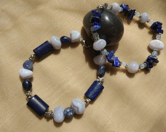 Bracelet of lapis lazuli, chalcedony, sodalite and moonstone