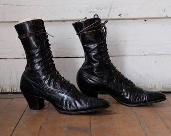 Antique Victorian Black Lace Up Boots / Antique Black Leather Boots / Vintage Edwardian Boots / Antique Shoes / Witchy Gothic Style