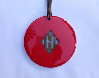 """Chic small """"H"""" buffalo horn pendant red lacquer 80mm in diameter, gorgeous gift for her, circle horn pendant [TTC9]"""