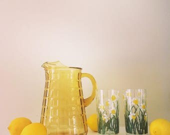 Vintage Honey Colored Pitcher / Retro Yellow Pitcher / Yellow Glass Pitcher