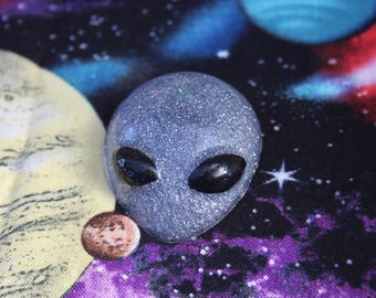 Grey Alien Cute Glitter Resin Pin