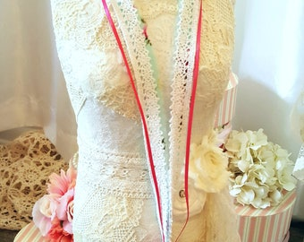 Romantic Lace Necklace - Meredith