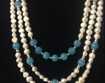 N Carolina named.  Amazing pearls necklace with aquamarine beads . Hermoso collar de perlas con Aquamarina celestes