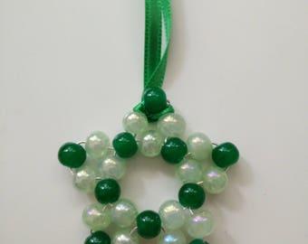 Décoration étoile en perle en verre, vert et vert clair irisé