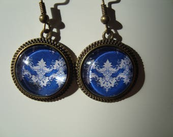 Earrings with 16mm glass cabochon