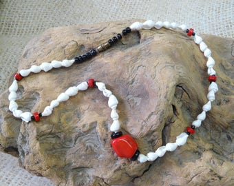 Short necklace coral and small ethnic Polynesian shells