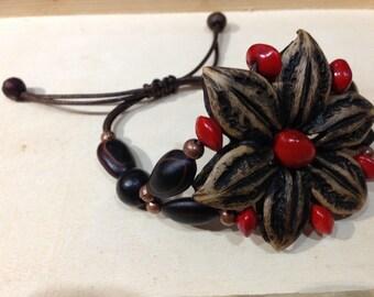 """Bracelet """"flower"""" natural seeds."""