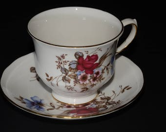 QUEEN ANNE, Bone China, Teacup &  saucer, dark pink and blue flowers, Gold Rimmed, England, Vintage, floral bouquet, Ridgway Potteries, mint