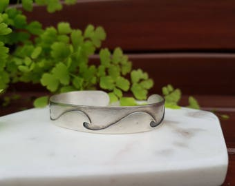 Sterling silver oval wave cuff bracelet