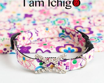 Shiny buckle featured flowery collar for cats!