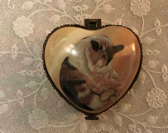 Cats, Heart Trinket Box, Valentine Gift for Cat Lover, Cat On Heart Shaped Jewelry Box, Sweetheart Gift, Gift for her, Ring Storage, Jewelry