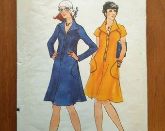 Vintage 1970s sewing pattern: Vogue 8824 (Size 16)