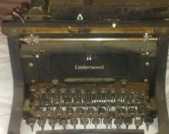 Underwood Vinyage 1920's Typewriter
