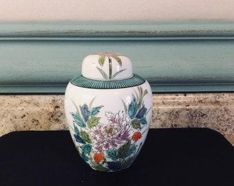 Ginger jar, urn, porcelain jar with lid, Japanese storage, container