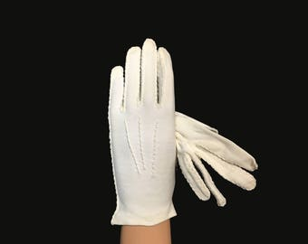 Women's Vintage Gloves, 1960's, White Cotton Wrist Gloves, Finger Stitched, Back Stitch Detail, Small
