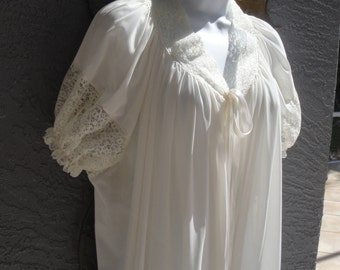 Vintage Peignoir Robe, Lorraine Quality Lingerie early label, Full length white single layer nylon, Lace sleeves, Sz Medium, Curved front