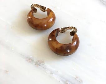 Santal bakelite hoops | vintage 1950s bakelite earrings | midcentury jewelry
