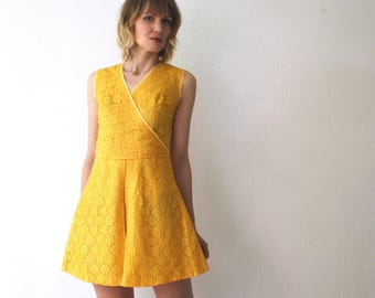 60s mini dress. yellow lace dress. 60s sleeveless lace mini dress - xs, small