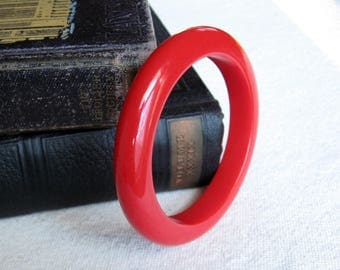 Red Bakelite Bracelet / Bakelite Bangle / Red Bracelet / Vintage Jewelry