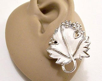 White Berry Leaf Clip On Earrings Silver Tone Vintage Sarah Coventry Raised Ribs Round Beads Curled Stem