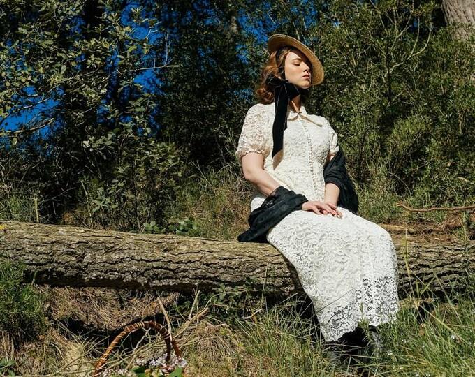 Regina Elegant Guipure Lace Dress
