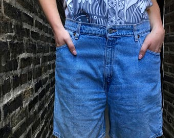 Free Shipping!: Vintage 1980s Levis High Waisted Light Wash Denim Shorts