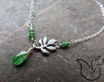 Bracelet chaine argent et pierre tsavorite goutte facettée breloque feuille branche nature