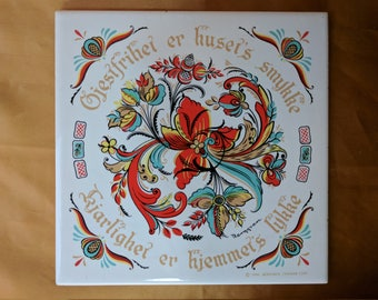 BERGGREN Trayner Tile Trivet Hospitality is a house's treasure Love is a home's good fortune Vintage 1966 *eb