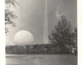 "Vintage Snapshot ""Trylon And Perisphere"" 1939 World's Fair Theme Center Architecture Found Vernacular Photo"