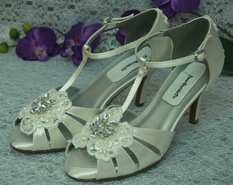 Ivory T-strap Shoes mid heels Vintage style 40s White or Ivory, Strappy Peep Toe Heels, Art Deco Nouveau, Great Gatsby Style, Old Hollywood