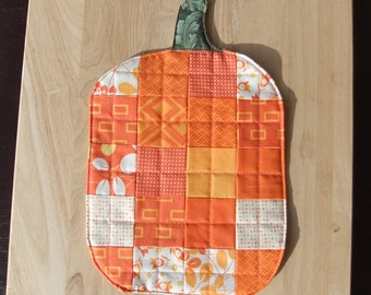 Quilted Pumpkin Mug Rug, Patchwork Rug for Coffee, quilted placemats, Halloween decor, Thanksgiving decor, mini quilt, scrappy table topper