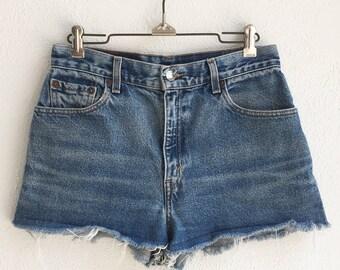 Vintage Levi's 550 High Waisted Cut-Off Indigo Denim Shorts size 28