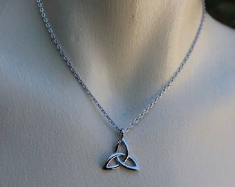 Silver triquetra pendant necklace